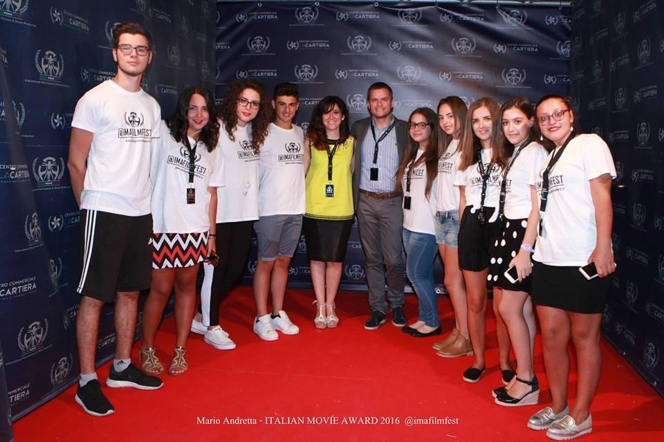 """Gli Studenti del Liceo """"T. L. Caro"""" di Sarno (SA) con Raffaele Di Matteo e Viridiana Myriam Salerno (Direttore editoriale e Direttore responsabile di MediaVox Magazine)"""