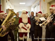 NAPLES, Italy (Dec. 15, 2016) Italian Air Force and U.S. Navy military personnel participate in a COMREL (Community Relations) event at children's hospital in the Naples, Italy area. In prima fila, il MARESCIALLO  ROBERTO RUSSO che si ringrazia per il suo costante impegno